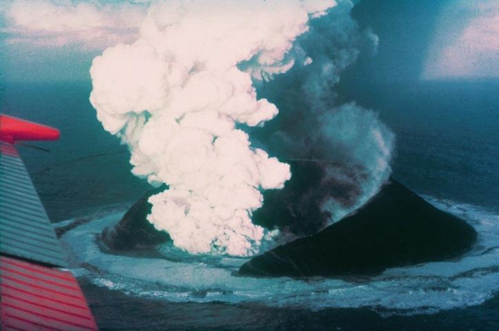Surtsey_eruption_1963